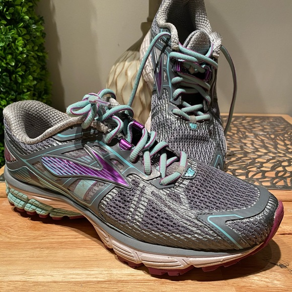 Ravenna Womens Running Shoe Size 85